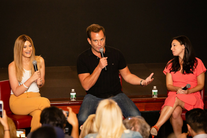 A Minute With The MOMS & Will Arnett – Teen Titans Go! to the Movies