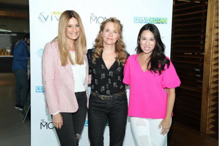 A Minute With The MOMS & Lea Thompson – Luis and The Aliens